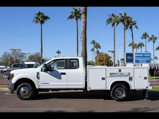 2018 F-350 Super Cab DRW 4x4,  Reading Service Body #18P560 - photo 3
