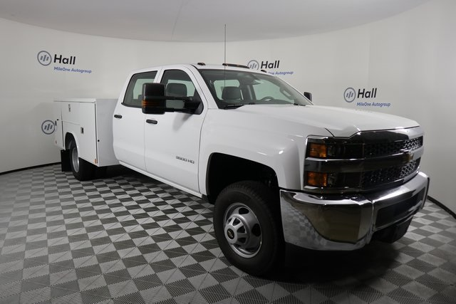 2019 Silverado 3500 Crew Cab DRW 4x4,  Reading Service Body #14C162087 - photo 4