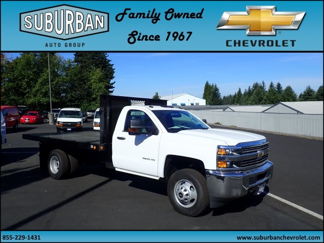 2017 Silverado 3500 Regular Cab, Reading Platform Body #T170595 - photo 6
