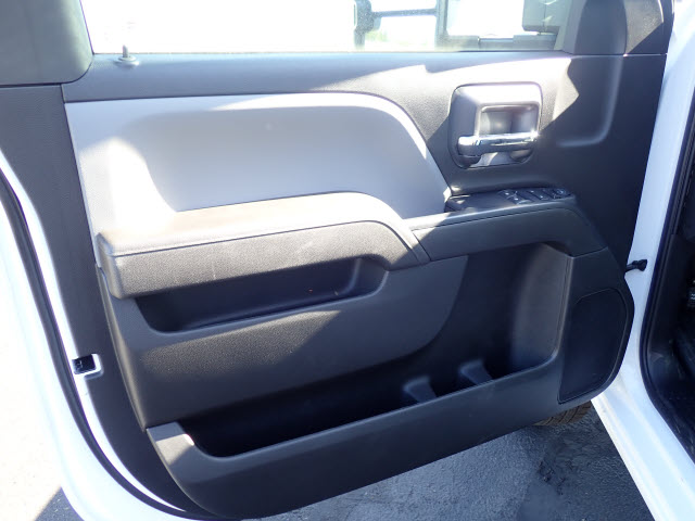 2017 Silverado 3500 Regular Cab, Reading Platform Body #T170595 - photo 8