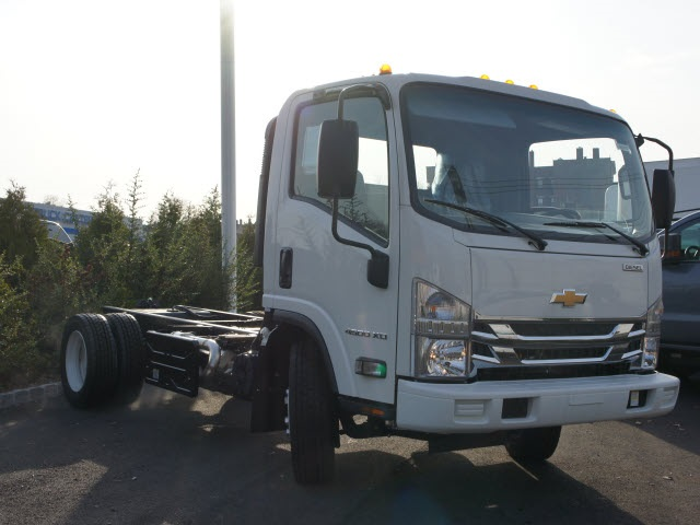 2017 Low Cab Forward Regular Cab, Cab Chassis #N170235 - photo 4