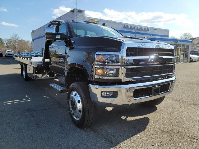2020 Chevrolet Silverado 6500 Regular Cab DRW 4x4, Miller Industries Rollback Body #N201260T - photo 1