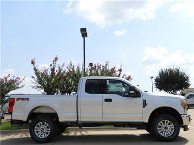 2017 F-250 Super Cab 4x4 Pickup #HEE55434 - photo 4