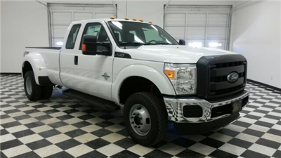 2016 F-350 Super Cab DRW 4x4, Pickup #F17991 - photo 3