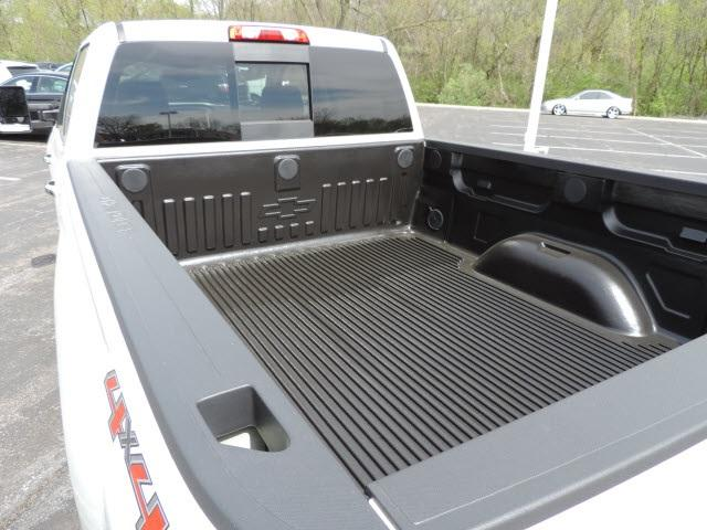 2017 Silverado 2500 Crew Cab 4x4, Pickup #17162 - photo 8
