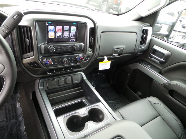 2018 Silverado 2500 Crew Cab 4x4 Pickup #18120 - photo 16