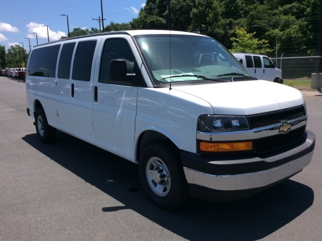 2017 Express 3500, Passenger Wagon #H1133279 - photo 3