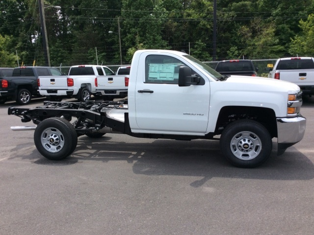2017 Silverado 2500 Regular Cab, Reading Service Body #HZ308306 - photo 4
