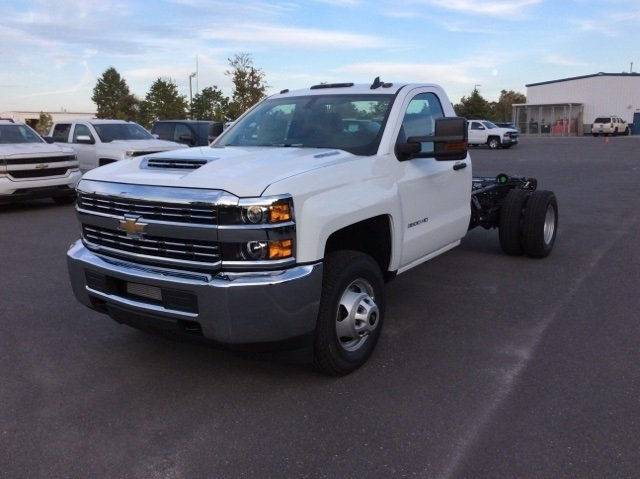 2018 Silverado 3500 Regular Cab DRW 4x4, Cab Chassis #JF137406 - photo 8
