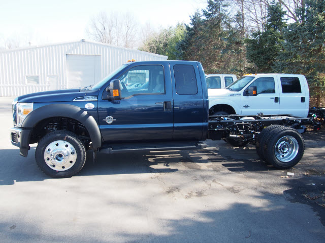 2016 F-450 Super Cab DRW 4x4, Cab Chassis #T26472 - photo 3