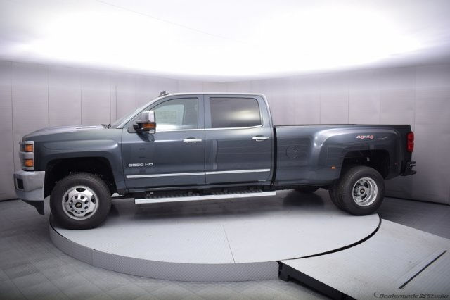 2017 Silverado 3500 Crew Cab 4x4, Pickup #14197 - photo 3