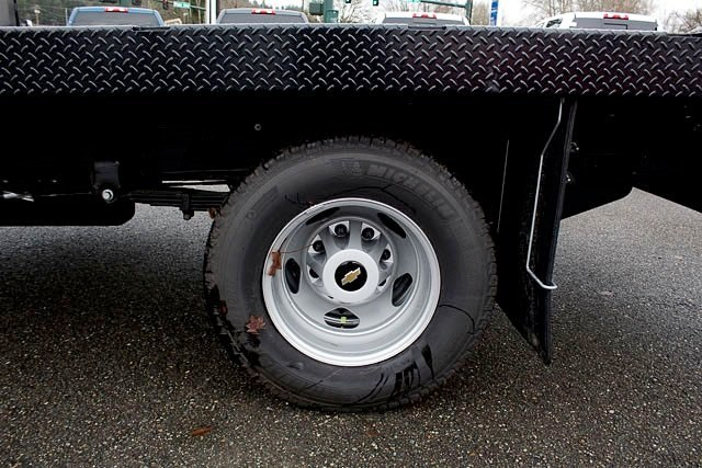 2017 Silverado 3500 Regular Cab DRW, Platform Body #14574 - photo 7