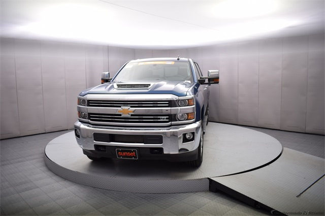 2018 Silverado 2500 Crew Cab 4x4 Pickup #14773 - photo 10