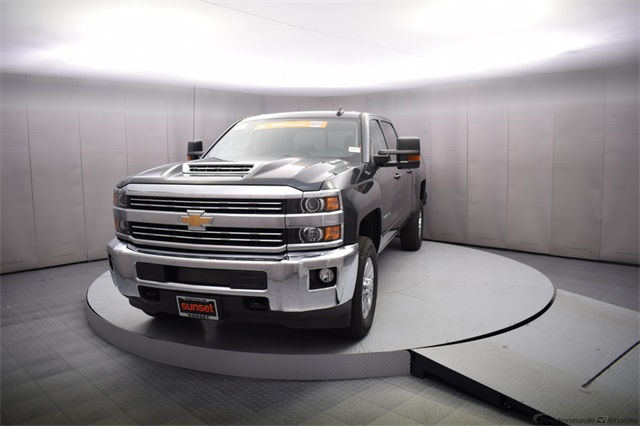 2018 Silverado 3500 Crew Cab 4x4, Pickup #15455 - photo 10