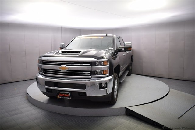 2018 Silverado 3500 Crew Cab 4x4, Pickup #15501 - photo 10