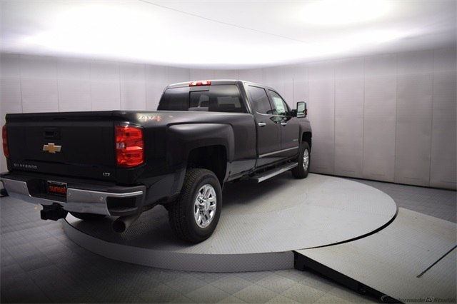 2018 Silverado 3500 Crew Cab 4x4, Pickup #15501 - photo 5