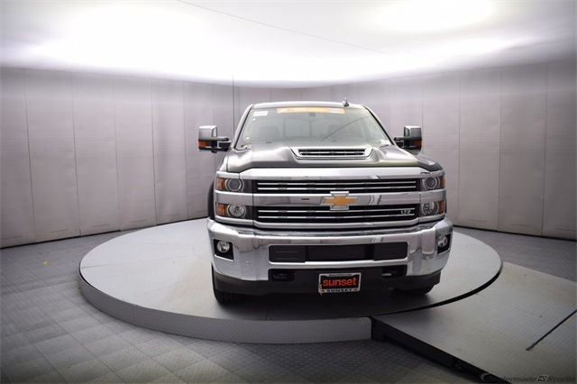 2018 Silverado 3500 Crew Cab 4x4, Pickup #15501 - photo 9