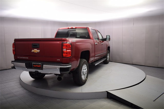 2018 Silverado 3500 Crew Cab 4x4, Pickup #15582 - photo 4