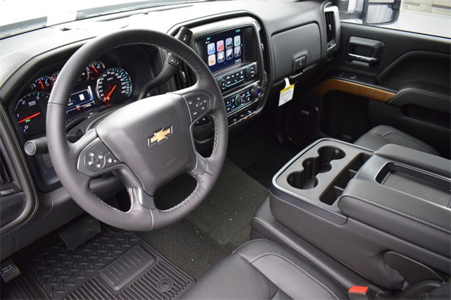 2018 Silverado 3500 Crew Cab 4x4, Pickup #15708 - photo 17