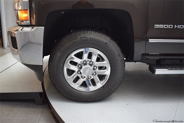2018 Silverado 3500 Crew Cab 4x4, Pickup #15721 - photo 11