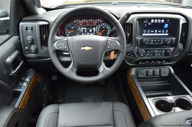 2018 Silverado 3500 Crew Cab 4x4, Pickup #15721 - photo 22