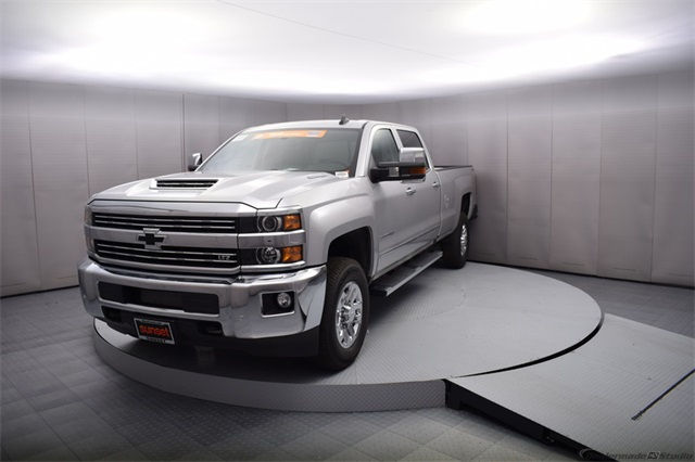 2018 Silverado 3500 Crew Cab 4x4, Pickup #15911 - photo 10
