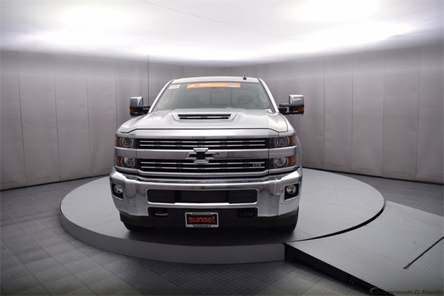 2018 Silverado 3500 Crew Cab 4x4, Pickup #15911 - photo 9
