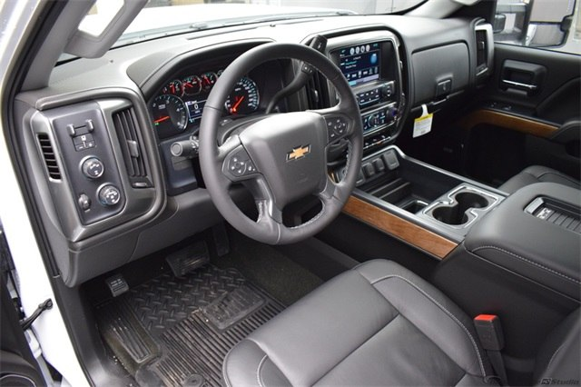 2018 Silverado 3500 Crew Cab 4x4, Pickup #15923 - photo 16