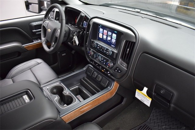 2018 Silverado 3500 Crew Cab 4x4, Pickup #15938 - photo 22