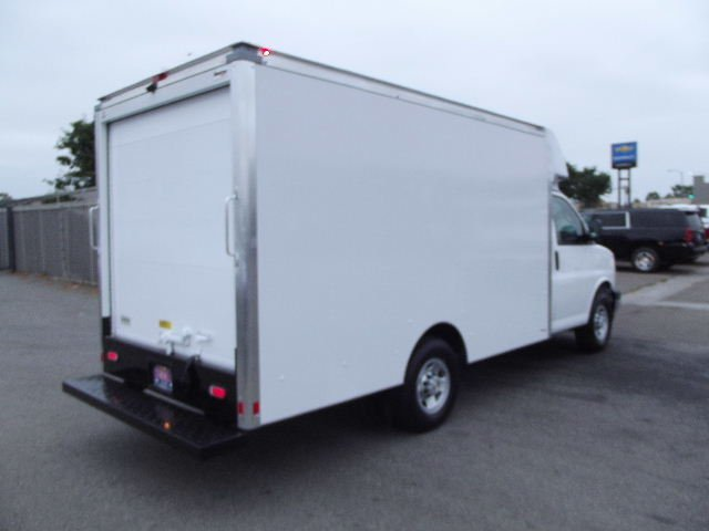 2018 Express 3500 4x2,  Supreme Cutaway Van #J256364 - photo 5