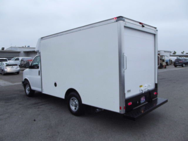 2018 Express 3500 4x2,  Supreme Cutaway Van #J262581 - photo 2