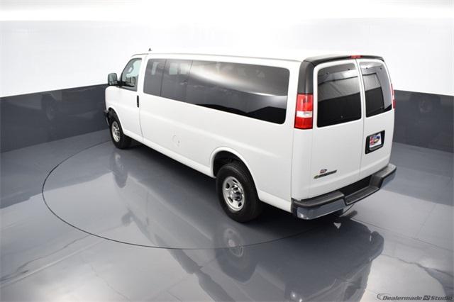 2019 Chevrolet Express 3500 4x2, Passenger Wagon #R33472 - photo 1