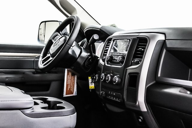 2017 Ram 3500 Regular Cab DRW 4x4 Cab Chassis #1DF7228 - photo 9