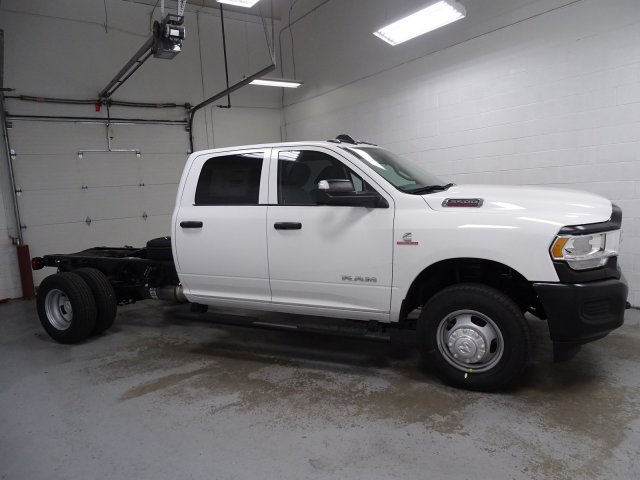 2019 Ram 3500 Crew Cab DRW 4x4,  Cab Chassis #1DF9058 - photo 3