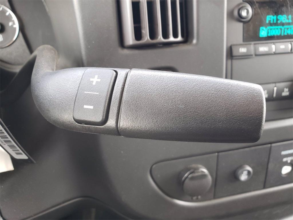 2020 Chevrolet Express 3500 4x2, Cutaway #201775 - photo 1
