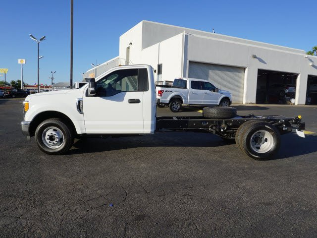 2017 F-350 Regular Cab DRW Cab Chassis #71997 - photo 3