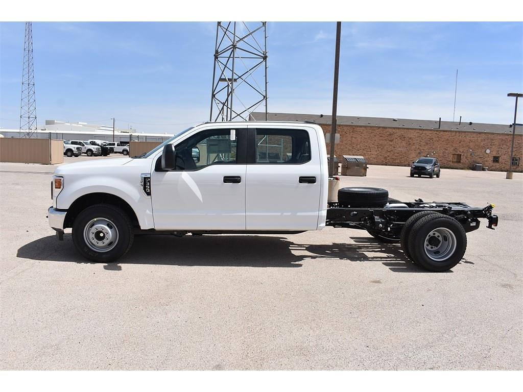 2021 Ford F-350 Crew Cab DRW 4x2, Cab Chassis #123765 - photo 5