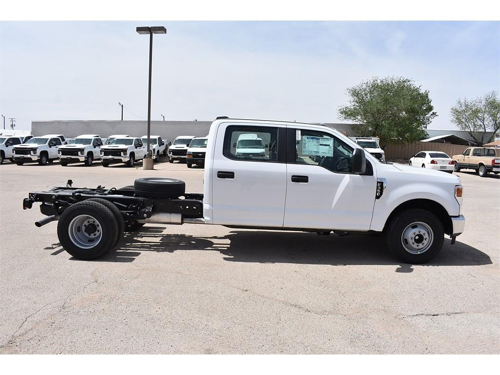2021 Ford F-350 Crew Cab DRW 4x2, Cab Chassis #123765 - photo 8