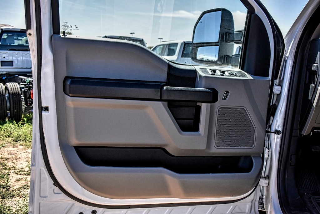 2019 Ford F-550 Crew Cab DRW 4x4, Cab Chassis #M978163 - photo 11