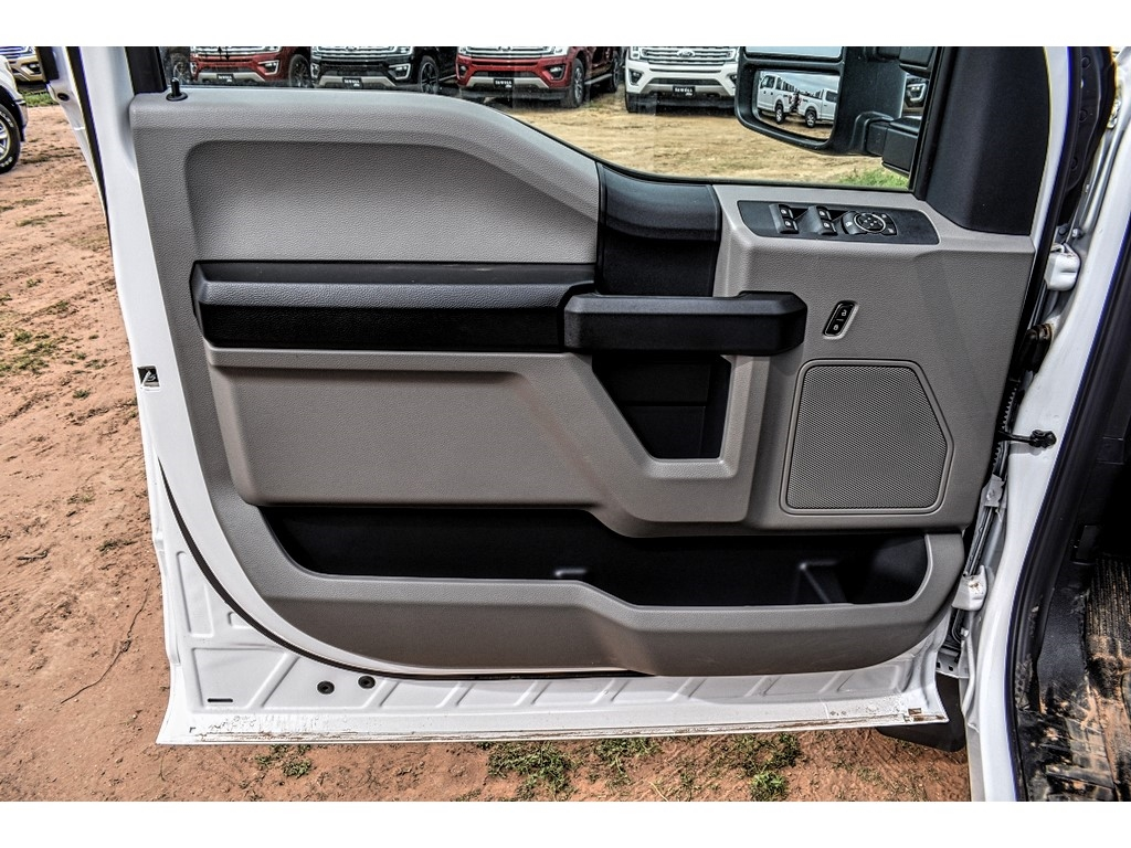 2019 Ford F-550 Crew Cab DRW 4x4, Cab Chassis #M988171 - photo 15
