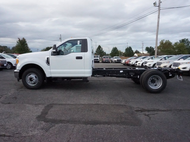 2017 F-350 Regular Cab DRW, Cab Chassis #F3001 - photo 3