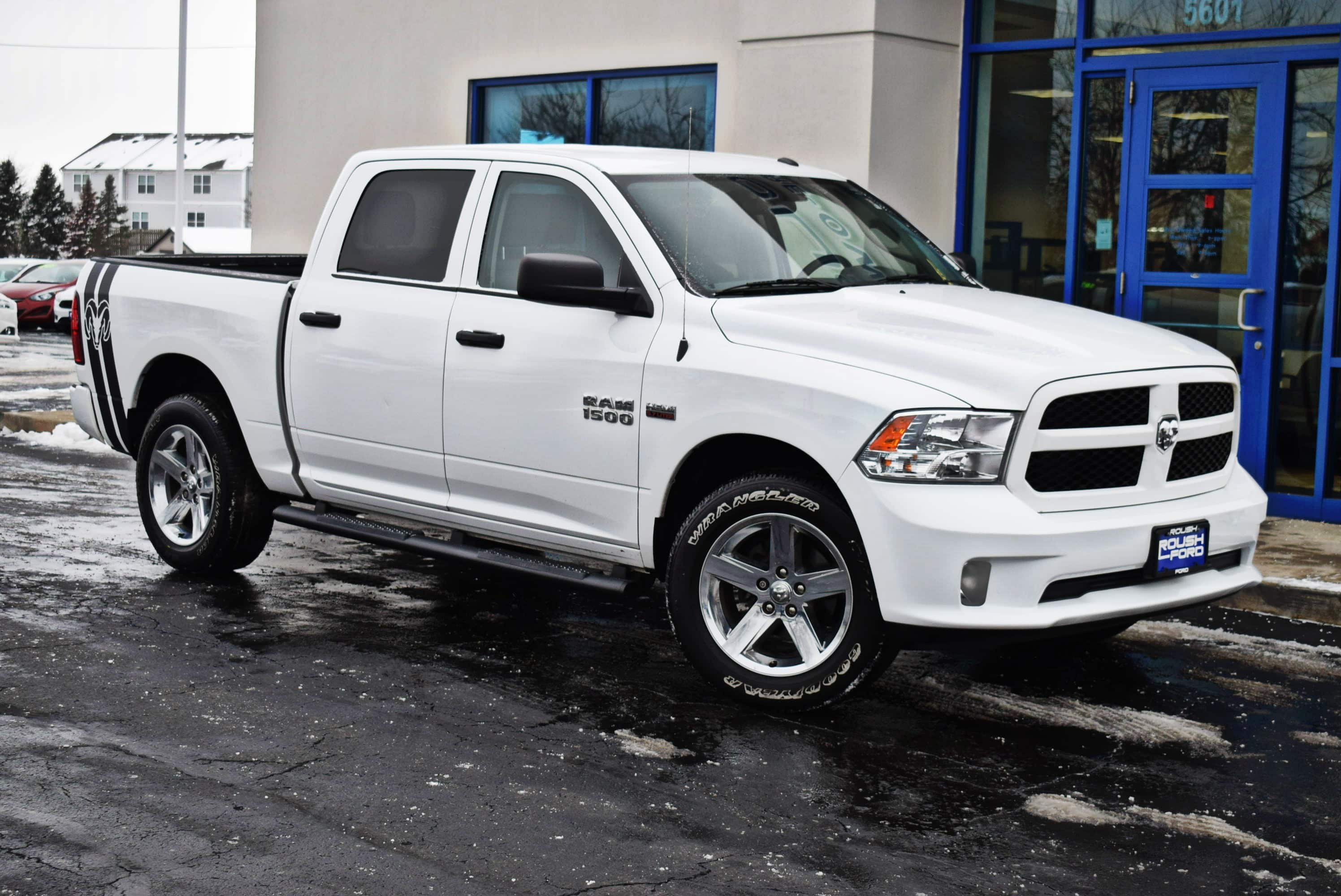 2017 Ram 1500 Crew Cab 4x4,  Pickup #T181008A - photo 4