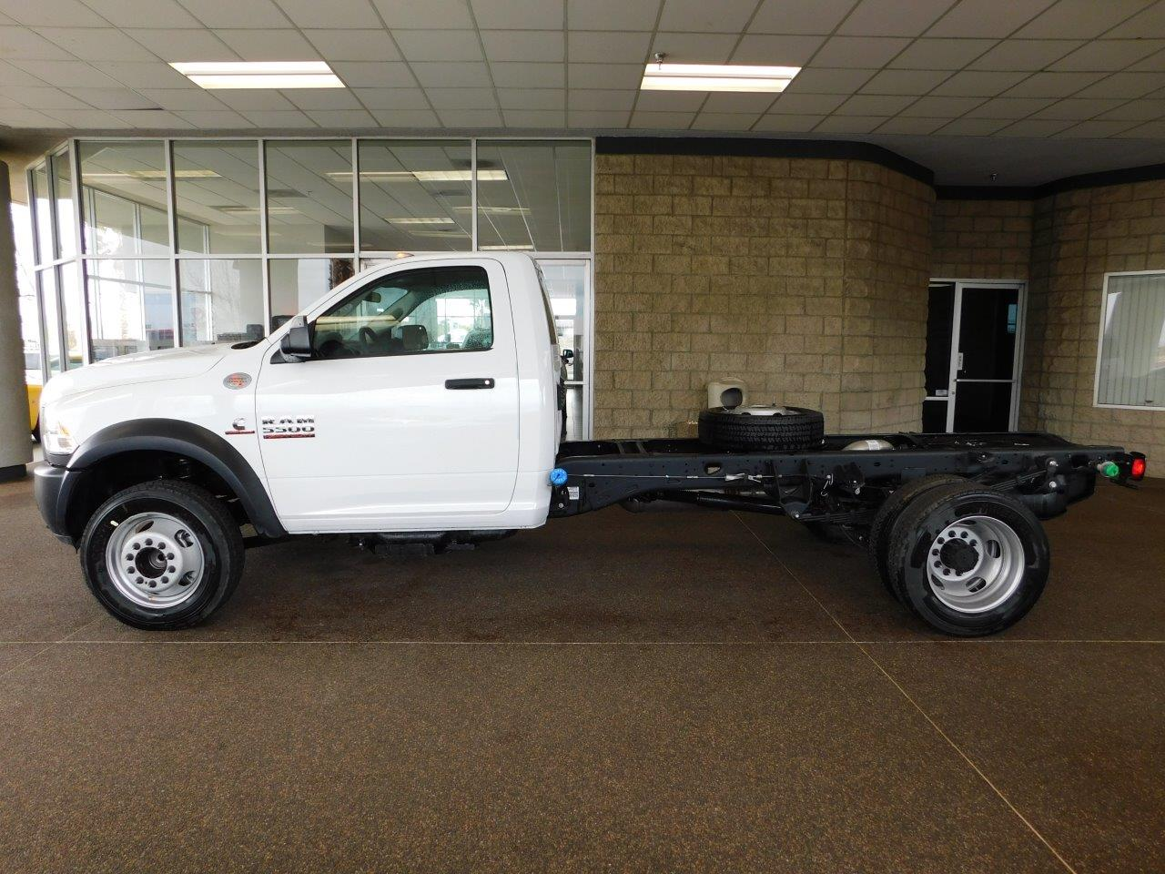 2017 Ram 5500 Regular Cab DRW, Cab Chassis #7TL50389 - photo 3