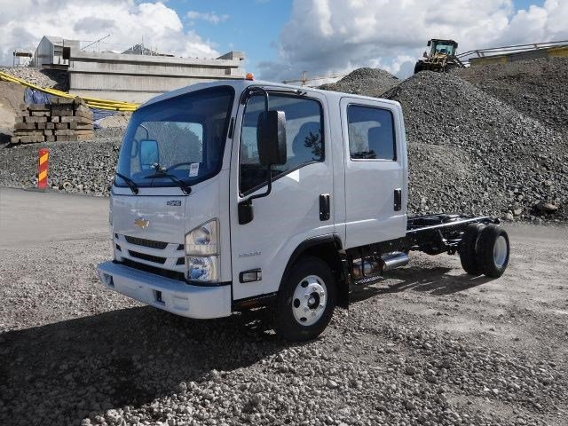 2018 LCF 3500 Crew Cab,  Cab Chassis #MS811563 - photo 4