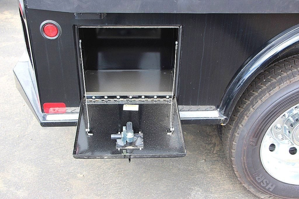 2017 Ram 5500 Regular Cab DRW 4x2,  Platform Body #39374 - photo 4