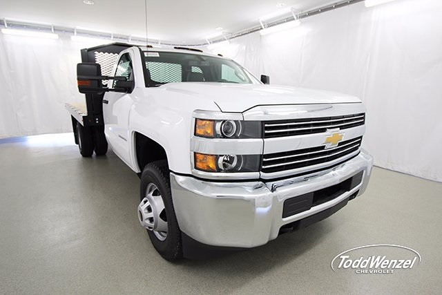 2017 Silverado 3500 Regular Cab 4x4, Platform Body #SH72269 - photo 3