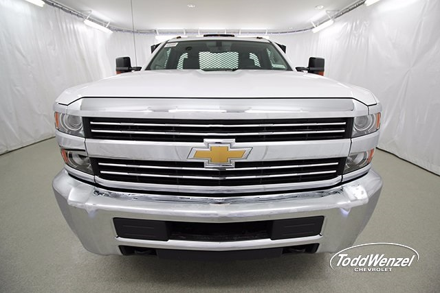 2017 Silverado 3500 Regular Cab 4x4, Platform Body #SH72269 - photo 4