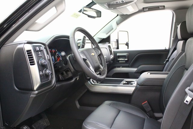 2018 Silverado 3500 Crew Cab 4x4, Pickup #89871 - photo 11