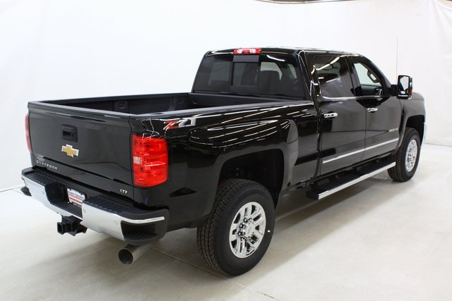 2018 Silverado 3500 Crew Cab 4x4, Pickup #89871 - photo 2