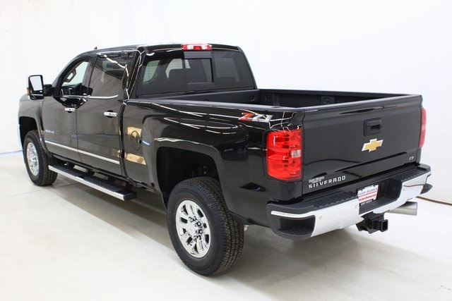 2018 Silverado 3500 Crew Cab 4x4, Pickup #89871 - photo 6